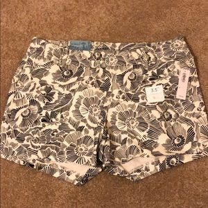 Old navy pixie shorts NWT black and white floral 6